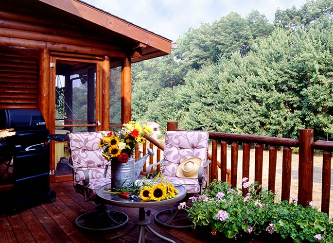 Coopersburg log home exterior with deck