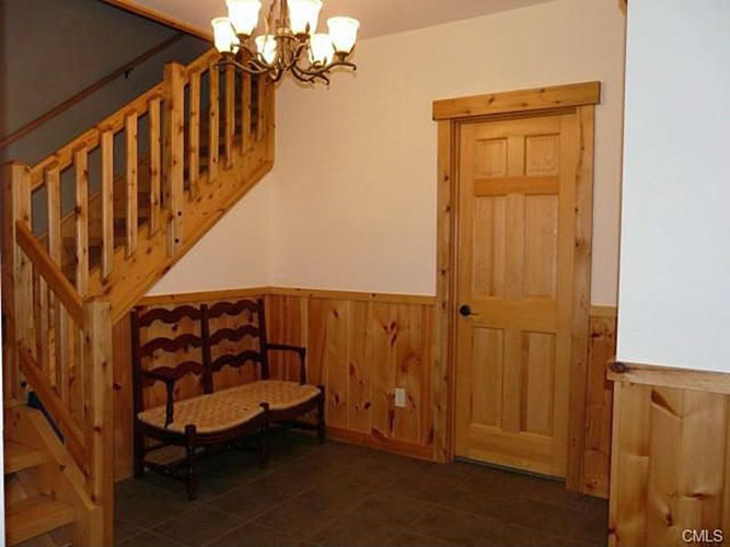 Entry way in Log Home Hybrid